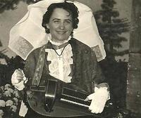 Yvette RESTOIN, Vielleuse
